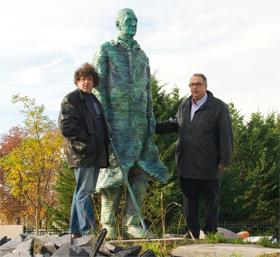 """Résultat de recherche d'images pour """"statue du général de Gaulle a st cyr sur loire"""""""